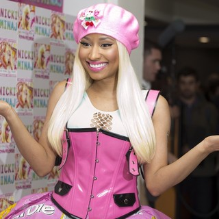 Nicki Minaj in Nicki Minaj Signs Copies of Her Album Pink Friday: Roman Reloaded