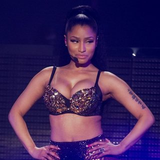 Nicki Minaj - Nicki Minaj Performs Live on The European Leg of The Pinkprint Tour