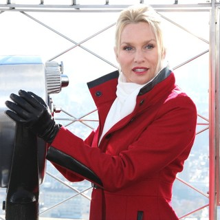 Nicollette Sheridan in Empire State Building to Host Nicollette Sheridan