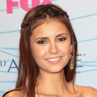 Nina Dobrev in The 2012 Teen Choice Awards - Press Room