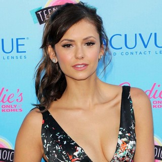 Nina Dobrev in 2013 Teen Choice Awards