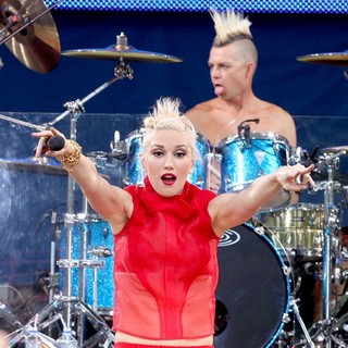 Gwen Stefani, Adrian Young, No Doubt in No Doubt Perform Live as Part of Good Morning America's Summer Concert Series