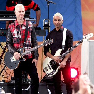 Tom Dumont, Tony Kanal, No Doubt in No Doubt Perform Live as Part of Good Morning America's Summer Concert Series