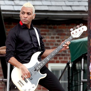 Tony Kanal, No Doubt in No Doubt Perform Live as Part of Good Morning America's Summer Concert Series