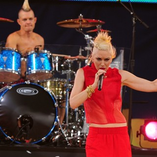 Adrian Young, Gwen Stefani, No Doubt in No Doubt Perform Live as Part of Good Morning America's Summer Concert Series