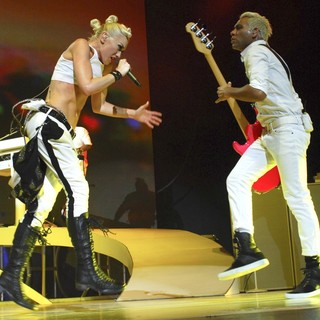 Gwen Stefani, Tony Kanal, No Doubt in No Doubt Performing in Concert
