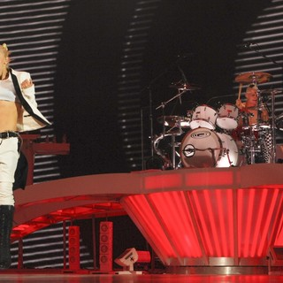 Gwen Stefani, Adrian Young, No Doubt in No Doubt Performing in Concert