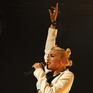 Gwen Stefani, No Doubt in No Doubt Performing in Concert