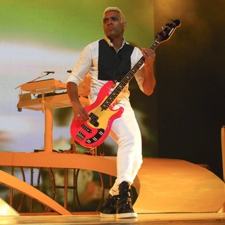Tony Kanal, No Doubt in No Doubt Performing in Concert