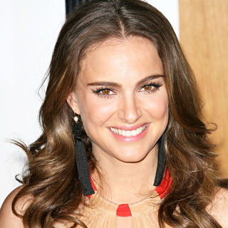 "Natalie Portman in Los Angeles Premiere of ""No Strings Attached"""