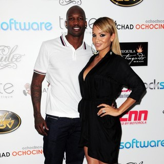Chad Ochocinco, Evelyn Lozada in Dulce Taste Spi-n Shop 2011