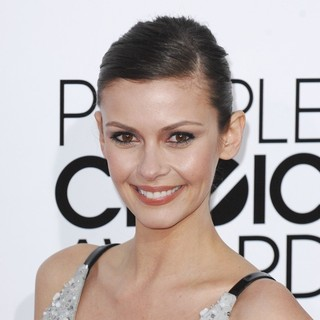 Olga Fonda in The 40th Annual People's Choice Awards - Arrivals