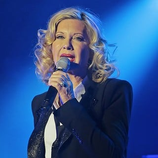 Olivia Newton-John Performing Live on Stage - olivia-newton-john-performing-live-on-stage-01