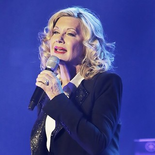 Olivia Newton-John Performing Live on Stage - olivia-newton-john-performing-live-on-stage-02