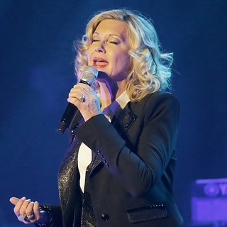 Olivia Newton-John Performing Live on Stage - olivia-newton-john-performing-live-on-stage-04