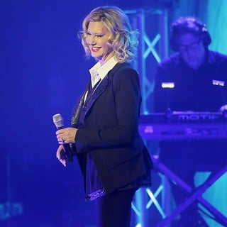 Olivia Newton-John Performing Live on Stage - olivia-newton-john-performing-live-on-stage-05