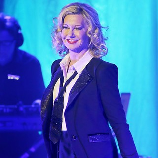 Olivia Newton-John Performing Live on Stage - olivia-newton-john-performing-live-on-stage-06