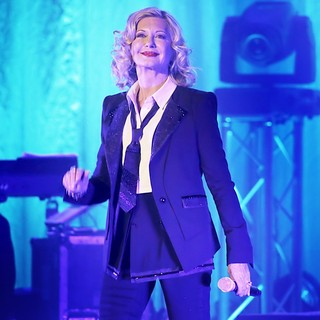 Olivia Newton-John Performing Live on Stage - olivia-newton-john-performing-live-on-stage-07