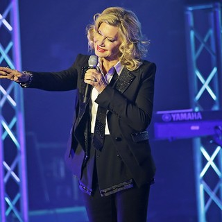 Olivia Newton-John Performing Live on Stage - olivia-newton-john-performing-live-on-stage-09