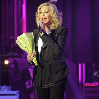 Olivia Newton-John Performing Live on Stage - olivia-newton-john-performing-live-on-stage-14