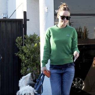 Olivia Wilde in Olivia Wilde Takes Her Dog to Cage Free K-9 Camp