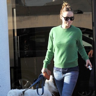 Olivia Wilde - Olivia Wilde Takes Her Dog to Cage Free K-9 Camp