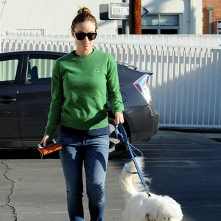 Olivia Wilde Takes Her Dog to Cage Free K-9 Camp - olivia-wilde-takes-her-dog-04