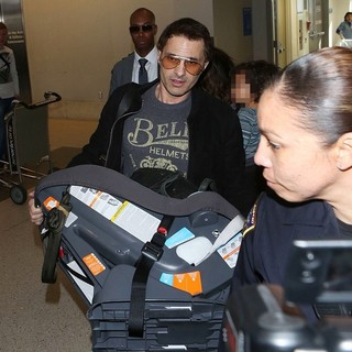 Olivier Martinez in Olivier Martinez Arriving at LAX
