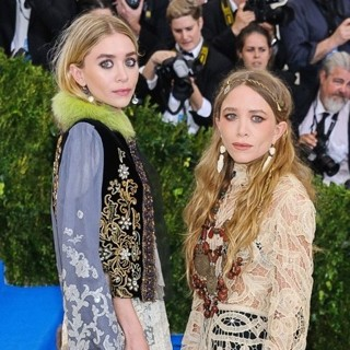 Ashley Olsen, Mary-Kate Olsen in Metropolitan Costume Institute Benefit Gala: Rei Kawakubo-Comme des Garcons: Art of The In-Between