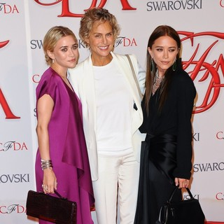Ashley Olsen, Lauren Hutton, Mary-Kate Olsen in 2012 CFDA Fashion Awards