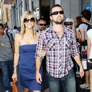Kaitlin Olson, Rob McElhenney in Danny DeVito Is Honoured with A Star on The Hollywood Walk of Fame