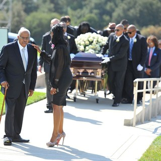 Omarosa in The Funeral of Michael Clarke Duncan