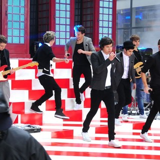 One Direction in One Direction Performing Live on The Today Show
