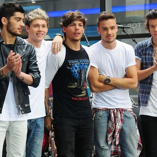 One Direction in One Direction Perform on The Today Show as Part of Their NBC Toyota Concert Series