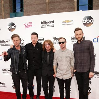 OneRepublic in 2014 Billboard Music Awards - Red Carpet