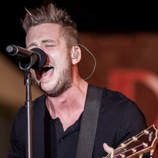 Ryan Tedder, OneRepublic in OneRepublic Perform Live