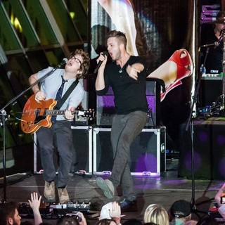Drew Brown, Ryan Tedder, OneRepublic in OneRepublic Perform Live