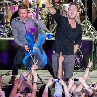 Brent Kutzle, Ryan Tedder, OneRepublic in OneRepublic Perform Live