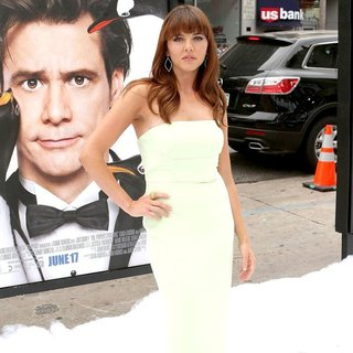 Ophelia Lovibond in Premiere Mr. Popper's Penguins