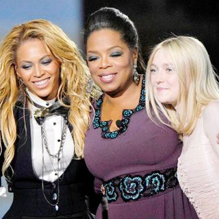Beyonce Knowles, Oprah Winfrey and Dakota Fanning During Surprise Oprah A Farewell Spectacular