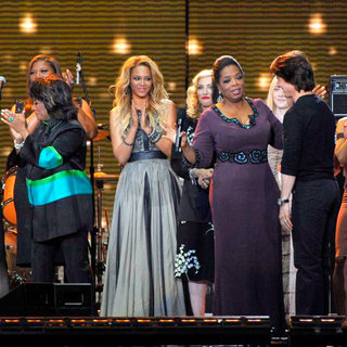 Patti LaBelle, Beyonce Knowles, Madonna, Oprah Winfrey, Dakota Fanning, Tom Cruise in Oprah Winfrey and Guests During Surprise Oprah A Farewell Spectacular