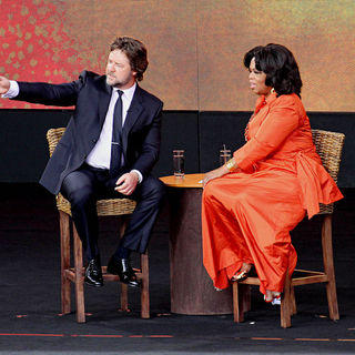 Russell Crowe, Oprah Winfrey in On Stage of 'Ultimate Australian Adventure' Show