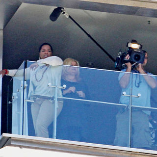 Oprah Winfrey Checks Out The Views of Sydney Harbour from Her Balcony