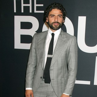 Oscar Isaac in The Universal Pictures World Premiere of The Bourne Legacy - Arrivals