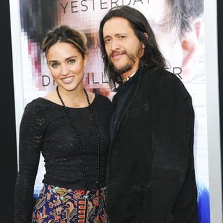 Clifton Collins Jr. in Los Angeles Premiere of Warner Bros. Pictures and Alcon Entertainment's Transcendence - ozurovich-collins-jr-premiere-transcendence-01