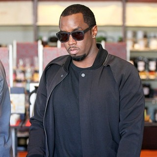 P. Diddy in Good Spirits While at Il Pastaio Restaurant