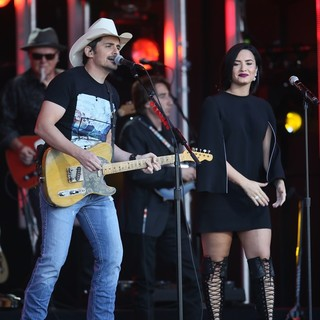 Brad Paisley and Demi Lovato Perform on Stage for Jimmy Kimmel Live!
