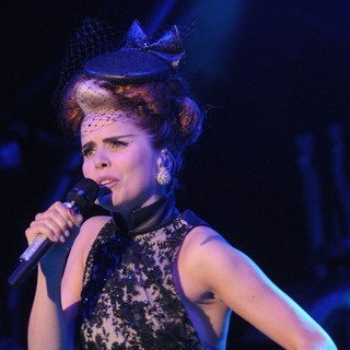 Paloma Faith in Paloma Faith Performing at Somerset House