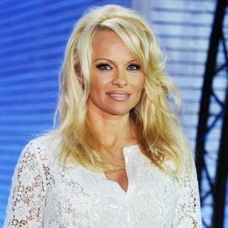 Pamela Anderson - Pamela Anderson Enters The Big Brother Germany House as A Special Guest