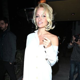 Pamela Anderson in Pamela Anderson Leaves Spaghettini Restaurant